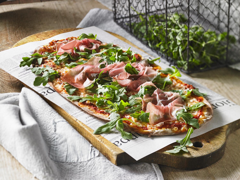 https://travelodgealma.com/wp-content/uploads/sites/2/2020/06/pizza-prosciutto-roquette.jpg